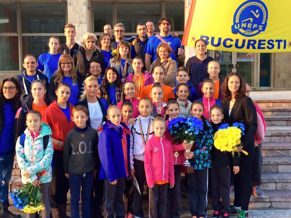Miruna Iordache împreună cu colegii de club