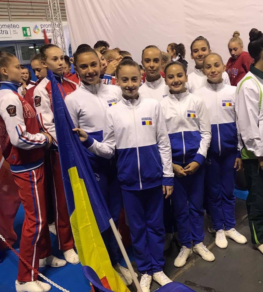 Miruna Iordache împreună cu colegele sale